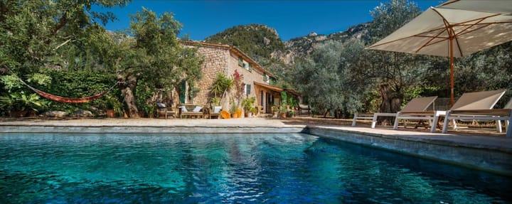 Casa rustica Mallorquina en un olivar con vistas