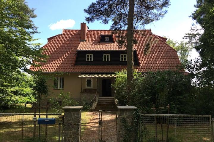großes,sehr ruhig gelegenes Landhaus in Blumenthal