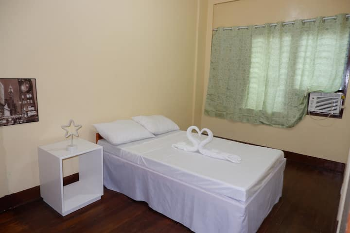 Cozy Private AC Room 1 in the center of Dumaguete