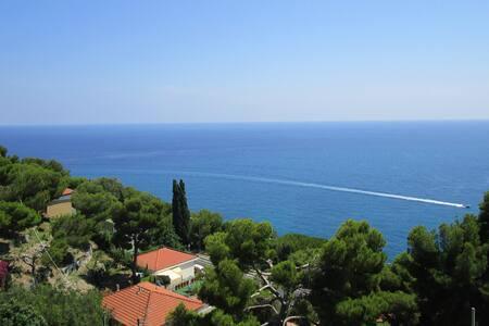 Cozy Sea-View Apartment on the Italian Riviera