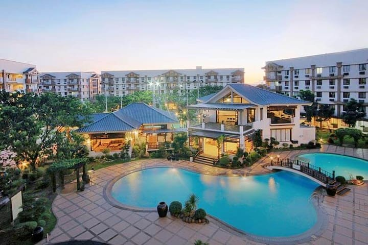 15mins away from BGC! Stay in a resort-type Condo!