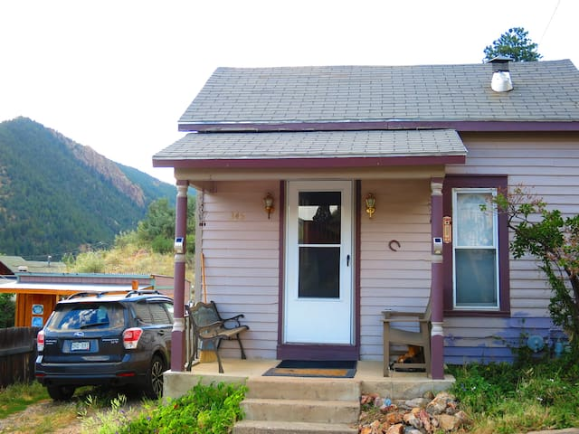 IDAHO SPRINGS CABIN NEAR SKI RESORTS, HOT SPRINGS!