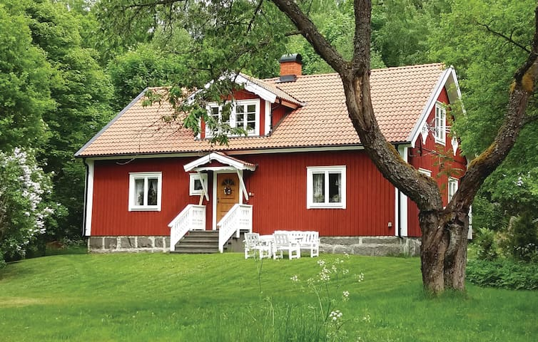 Holiday cottage with 2 bedrooms on 100m² in Lönashult