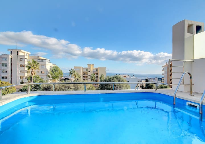 Villa Bonanova with pool and sea views over the Palma Bay