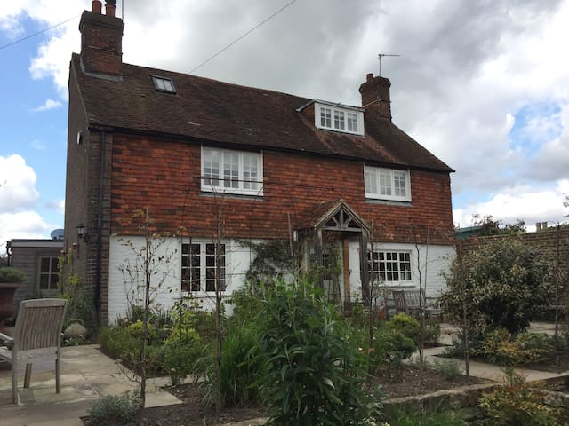 Historical and secluded cottage in Midhurst - Midhurst - Huis