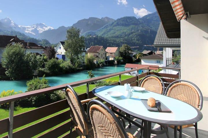 Jungfraublick, Interlaken-West an der Aare