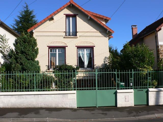 Chambre sur jardin à 20 mn de Paris centre - Villemomble - House