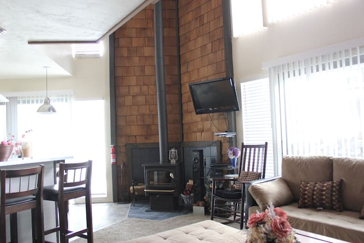 2-Story Unit in Prime Town Location - Mammoth Lakes - Wohnung
