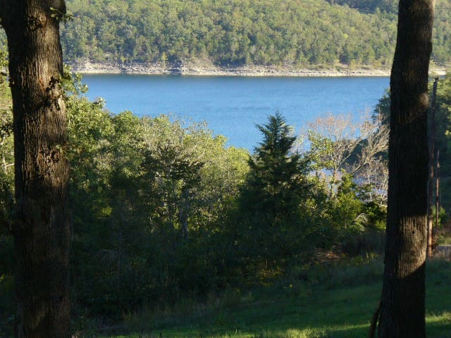 Lakefront 5 Br House- Quiet, Affordable, Spacious