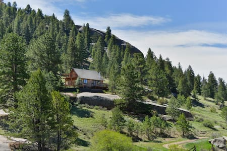 Fawn Cabin, On 5 Private Acres With Hot Tub!