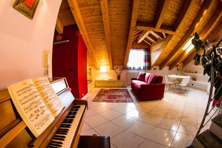 Cozy attic with PIANO for 4 - Aosta