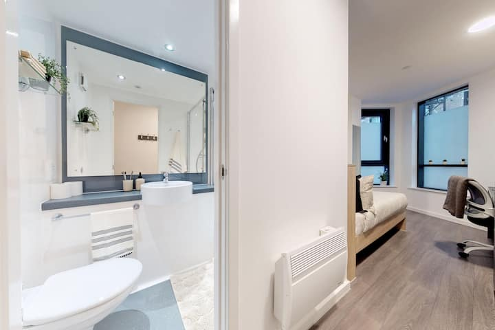 Student Only Property: Stunning Classic Ensuite - 12 months/10%OFF