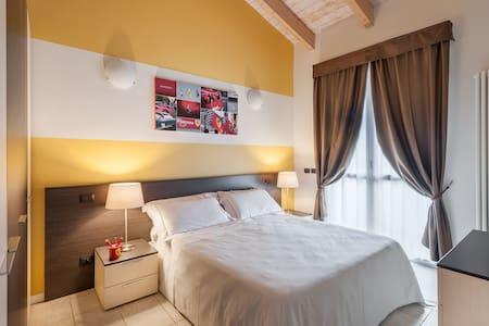 Soggiorno a tema Ferrari a Maranello - Maranello - Apartmen perkhidmatan