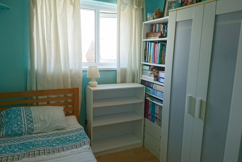 Spacious wardrobe and shelves for your use