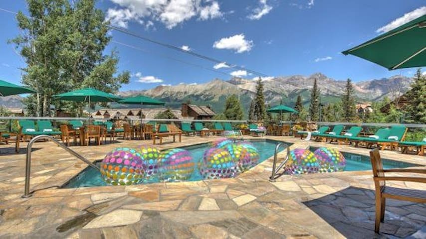 Incredible on-site amenities including a year-round pool, hot tubs, and a restaurant!