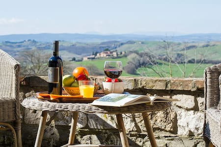 Panoramic Villa campagna senese