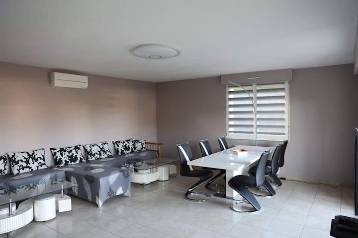 Confortable logement avec terrasse proche aéroport
