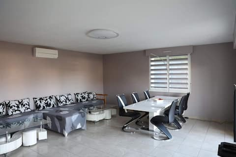 Spacieux 80 m2 avec terrasse, proche aéroport
