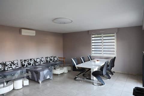 80 m2  + terrasse, proche aéroport, option garage