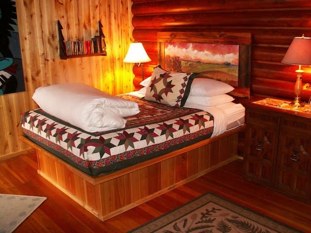 Laughing Horse Lodge B&B  - Queen Bed