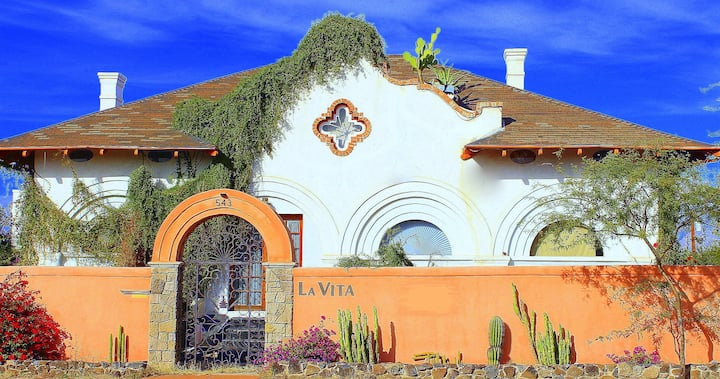 Historic La Vita House @ UA  Attic 6