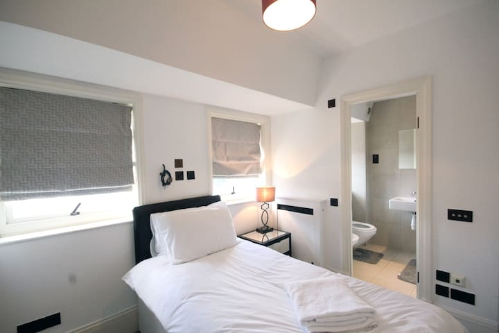 Cozy Single En-suite Room in Regent's Park