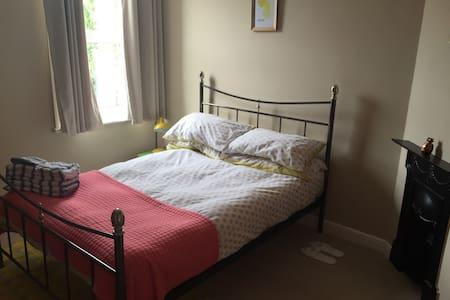 Cosy double bedroom in Southsea