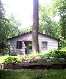 Waterfront Cottage - Monticello - Talo