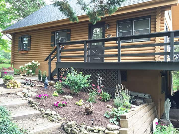 Serenity Cabins - A rustic, yet upscale cabin!!