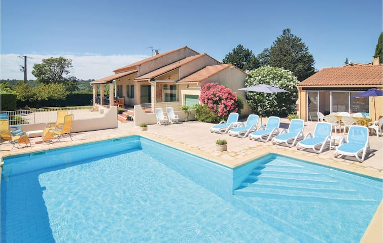 Holiday cottage with 4 bedrooms on 150m² in St-Laurent-la-Vernède