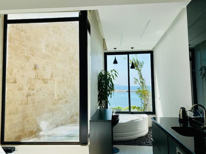 Getaway bay - Indoor Jacuzzi With Sea View