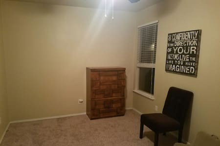 Spacious Room with Queen Bed - Killeen - Huis