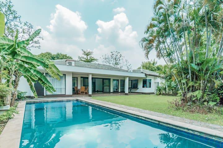 Modern Spacious 4BR Villa in South Jakarta #3A