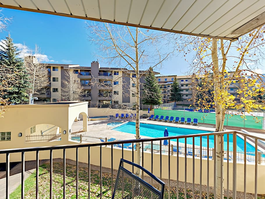On-site amenities include a hot tub, sauna, pool, and tennis courts.