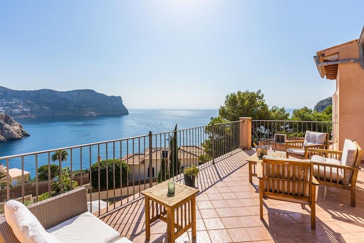 "Charming Villa ""Villa Almeda"" with Sea View, Pool, Wi-Fi, A/C, Terrace, Balcony & Garden; Parking Available"