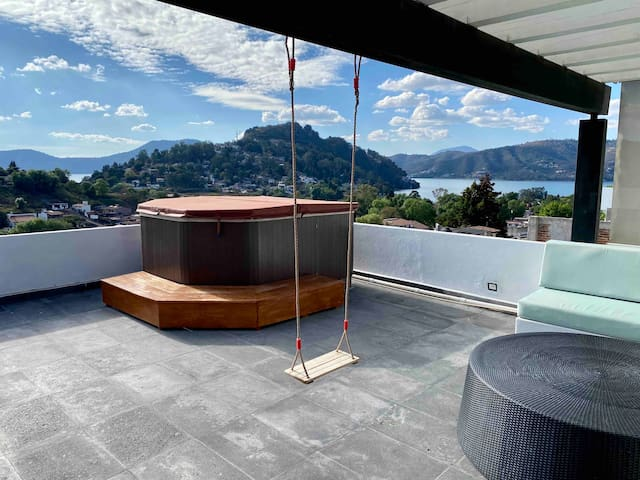 Luxury House in Valle de Bravo, Lake View.