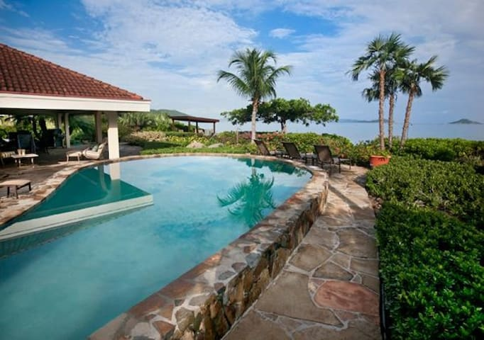 BEACHCOMBER - 5 BEDROOMS - BEACHFRONT - Virgin Gorda - Casa de campo