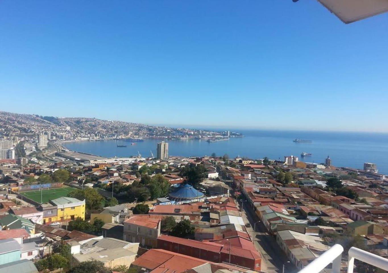 Vista espectacular a toda la bahía de valparaiso