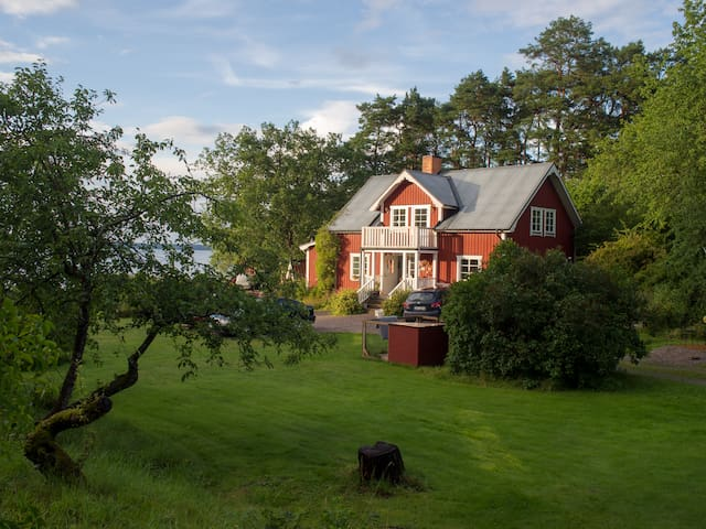 Lakeside, family-friendly house - Strängnäs - House