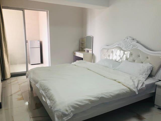 万达广场 莆田金街对面 公寓式住房  专人管理 日租月租都可以   生活交通都方便