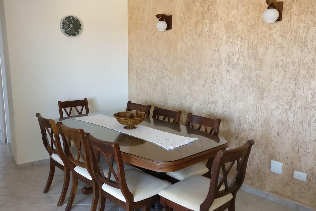 Sala de jantar para 8 pessoas