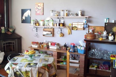Double room&breakfast between Girona and Barcelona - Riells i Viabrea - Ház