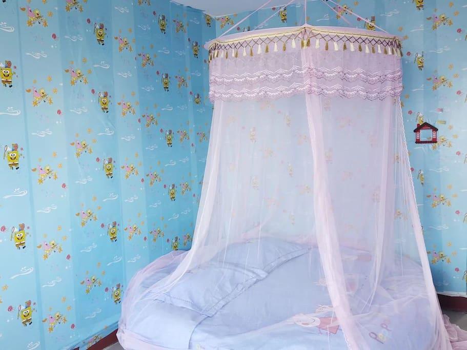 大大的蚊帐保护你不会受到蚊子的叮咬。安心整晚。