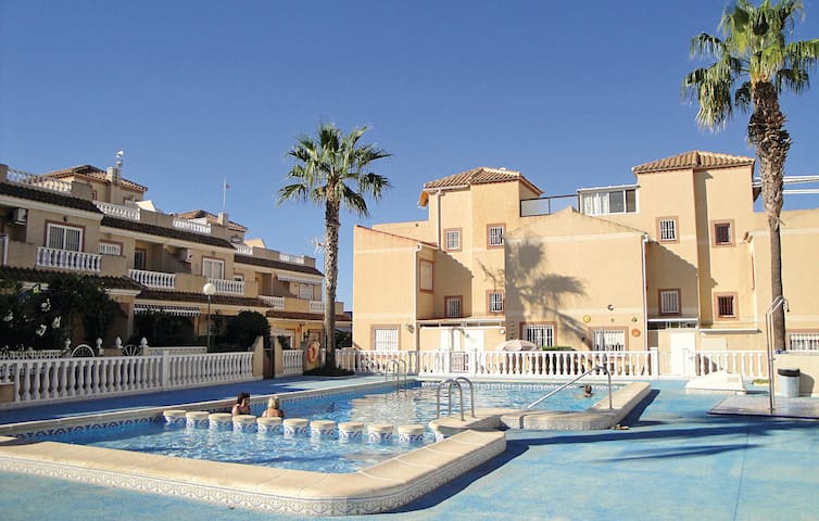 Terraced house with 2 bedrooms on 80 m² in Torrevieja