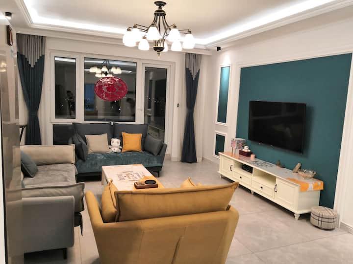 鲅鱼圈山海广场海岸线家庭式轻奢风,下楼就是景区的公寓
