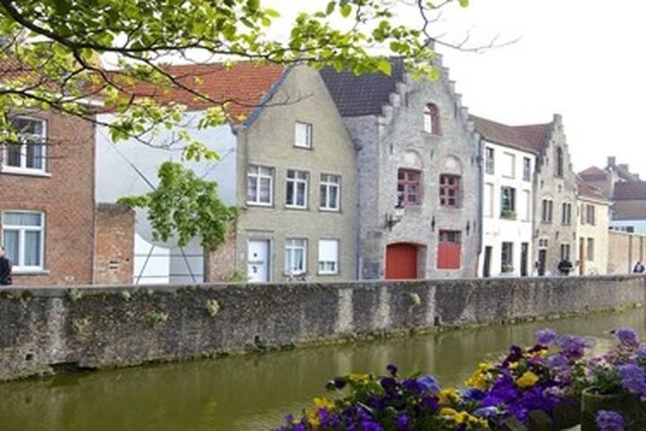Golden Hand Canal