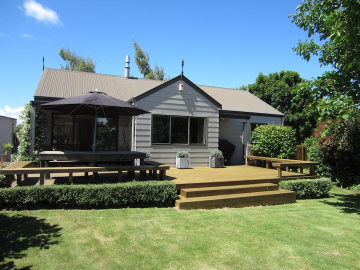 Clarke Cottage - sunny warm and family friendly