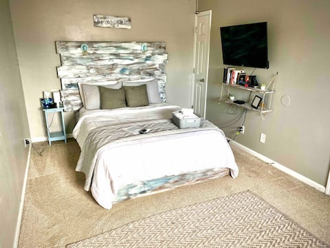 ⚓️ Pooler bedroom/private entrance/shared bathroom