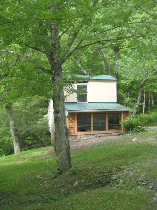 Contemporary creekfront cottage cabins for rent in for Cabin rentals near blowing rock nc