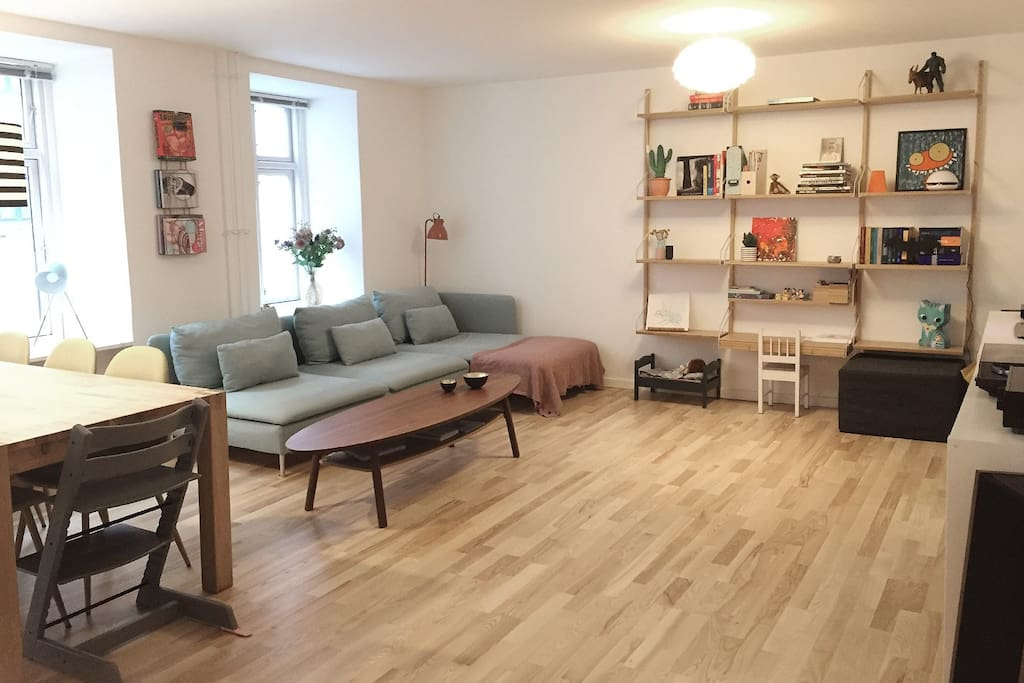 Living room with space for an air mattress for 2 adults (150 x 200 cm)